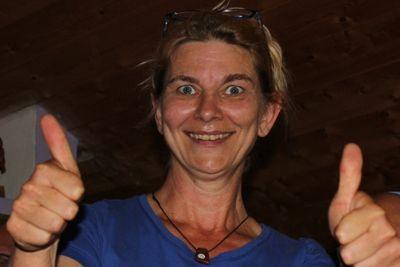 Angelique Behrens gibt ihr Wissen in der Berufsausbildung am Pferd geren weiter